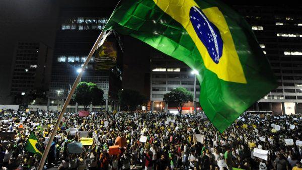 protesto bandeira