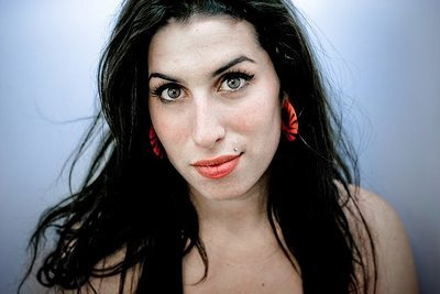 Amy Winehouse morre e vira piada no twitter