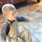 Criancas destroem uma casa inteira