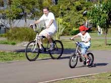 Nelson foi dar um rolê de bike com o filho