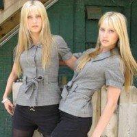 duas loiras gêmeas tocam uma das melhores trilhas sonoras da história dos games