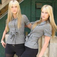 Duas loiras gêmeas tocam uma das melhores trilhas sonoras da história dos games!