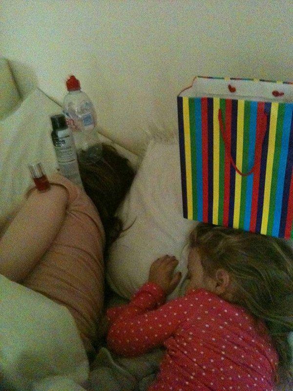 Brincadeiras legais para fazer quando sua namorada estiver dormindo