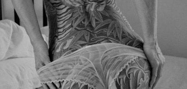Tatuagens femininas desenhadas em lugares íntimos (22)