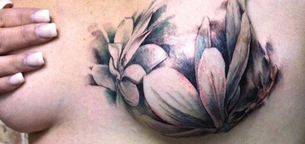 Tatuagens femininas desenhadas em lugares íntimos