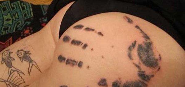 Tatuagens femininas desenhadas em lugares íntimos (38)