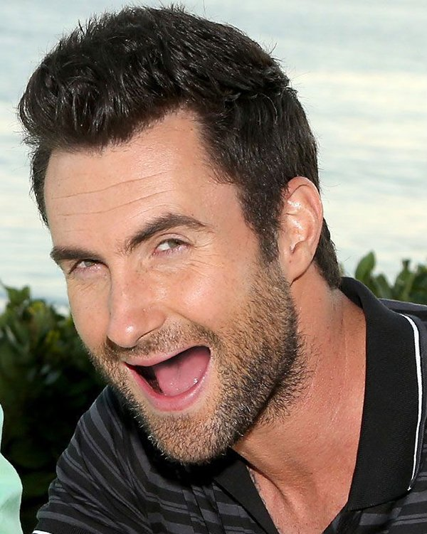 adam-levine-no-teeth