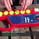 Tocando dubstep num teclado de criança
