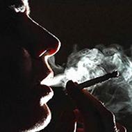 Trollando a mãe fingindo que ia fumar maconha!