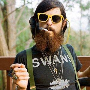 Hipsters fingindo conhecer bandas que não existem