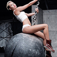 Miley Cyrus volta a criar polêmica ao aparecer nua em novo videoclipe