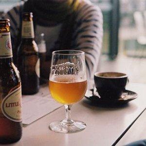 Cerveja vs Café: Qual a reação de cada um