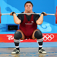 Norueguês de 23 anos bate recorde mundial ao levantar 475kg