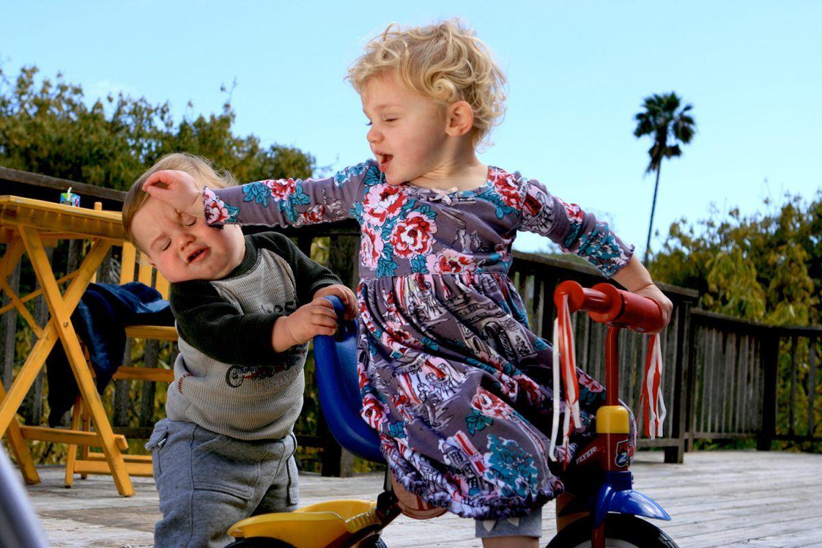 Levando esporro de uma menininha de 2 anos