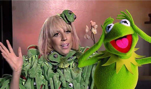 Lady Gaga Wearing a Kermit outfit