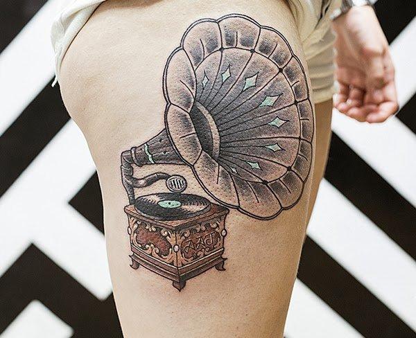 Quer tatuar a coxa e não sabe o que fazer (52)