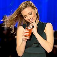 Por que um comercial com a Scarlett Johansson foi banido do Super Bowl 2014