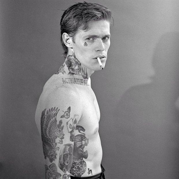 Celebridades com o corpo fechado de tatuagens (36)