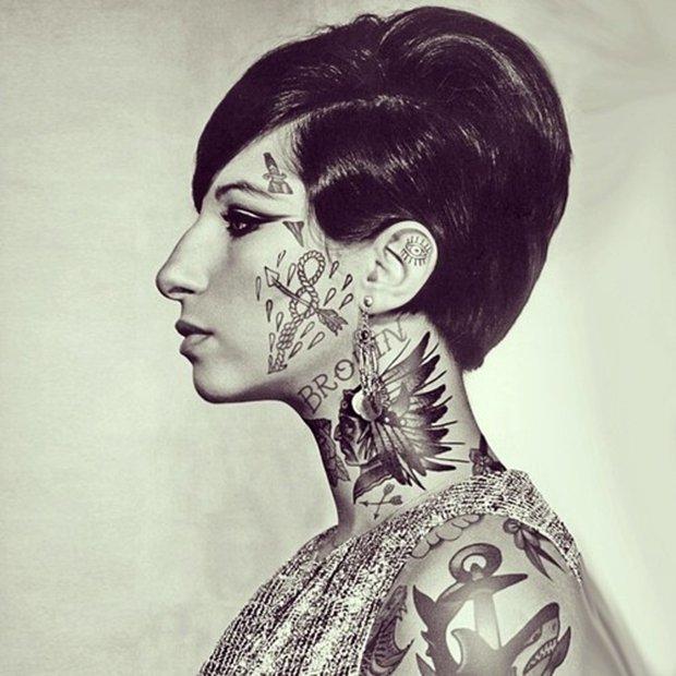 Celebridades com o corpo fechado de tatuagens (9)