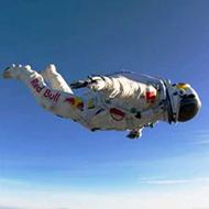 O salto da estratosfera de Felix Baumgartner gravado pelas cameras acopladas em seu macacão