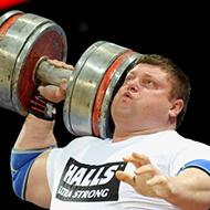 Homem mais forte do mundo bate recorde ao levantar meia tonelada