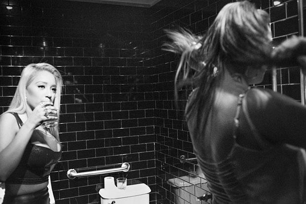 Os misterios de um banheiro feminino (1)