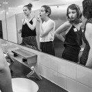 Os misterios de um banheiro feminino (4)