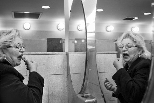 Os misterios de um banheiro feminino (6)