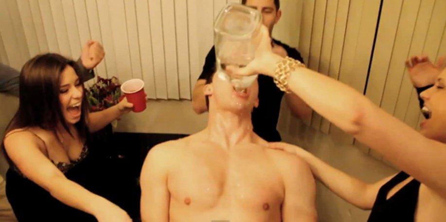 Curtindo uma festa Sobrio vs Bebado