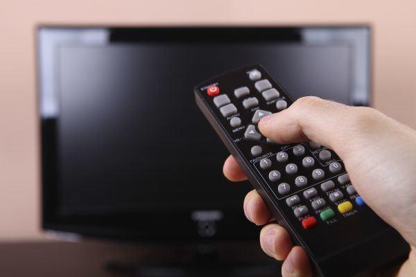 Como ligar uma televisao com estilo