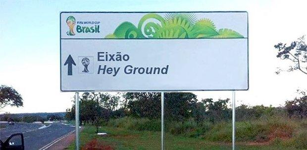 Placas brasileiras traduzidas para a Copa do Mundo (1)