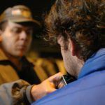 """Brasil, São Paulo, SP. 05/07/2008. Condutor faz teste do bafômetro, durante operação de policiais militares do 34º Batalhão de Trânsito, intitulada """"Lei Seca"""", realizada na região da zona leste da capital paulista, que visou flagrar motoristas alcoolizados. - Crédito:WERTHER SANTANA/AGÊNCIA ESTADO/AE/Codigo imagem:35190"""