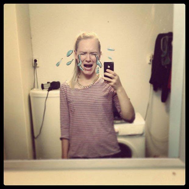 Um jeito diferente de tirar selfies no banheiro (15)