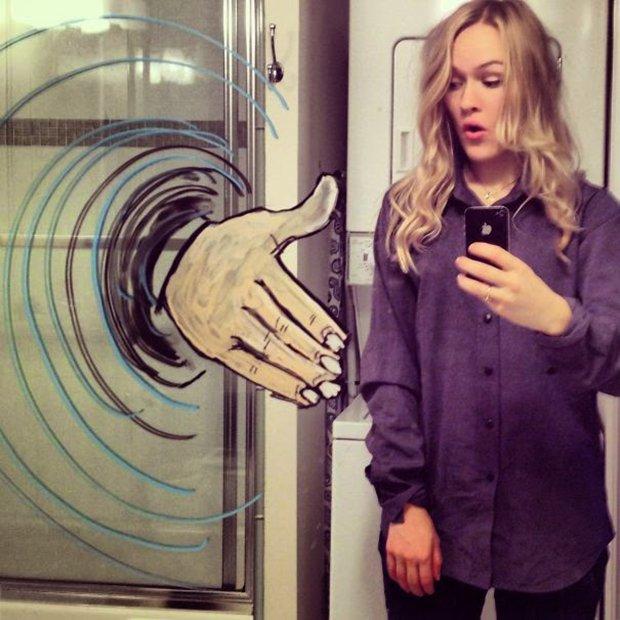 Um jeito diferente de tirar selfies no banheiro (6)