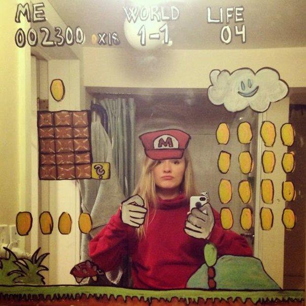 Um jeito diferente de tirar selfies no banheiro (7)