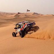 Apenas árabes brincando nas dunas