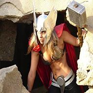 Thor não é mais digno de erguer o Mjölnir e será substituído por uma mulher!