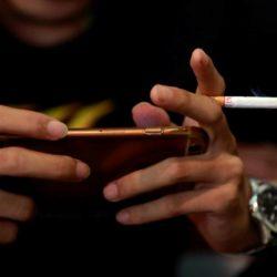 Smartphones são os novos cigarros dessa geração