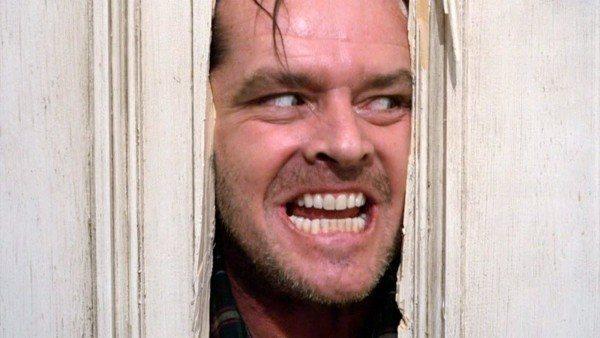 Jack Nicholson se preparando para gravar a famosa cena de O Iluminado