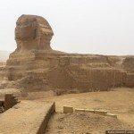 Escalando uma piramide do egito de 146 metros