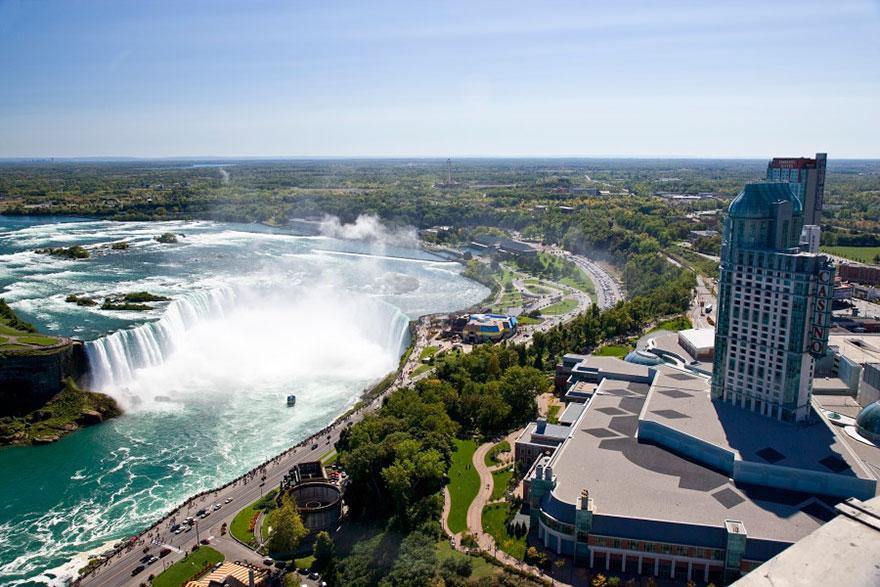 Lugares famosos e seus verdadeiros arredores (14)