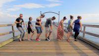 Dançando junto com 100 pessoas