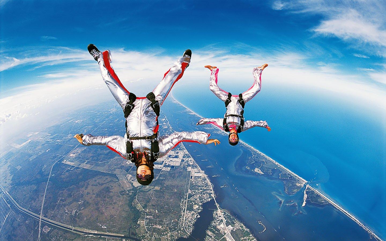 Nunca salte de paraquedas sem antes amarrar bem os cadarços!