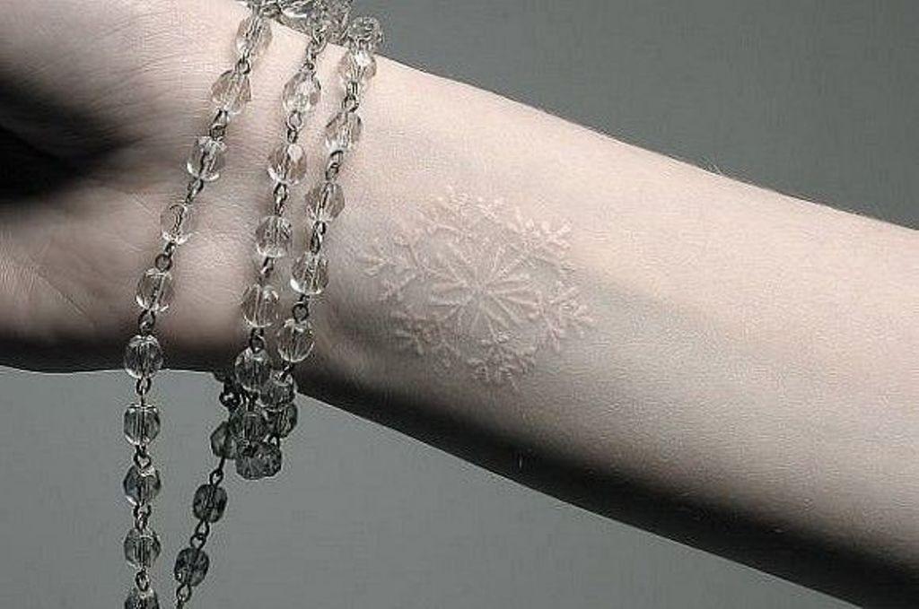 Você já pensou em ter uma tatuagem branca?
