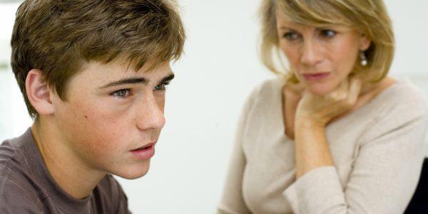 10 erros que afastam o adolescente dos pais