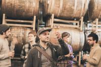 Empresa oferece estágio para pessoa viajar o mundo experimentando cervejas