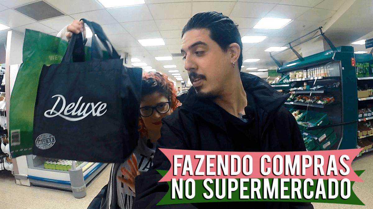 fazendo compras no supermercado