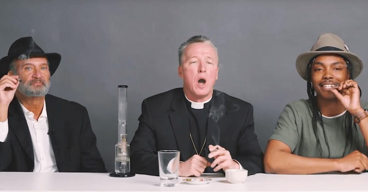 O que acontece quando um Rabino, um Padre e um Ateu fumam maconha juntos