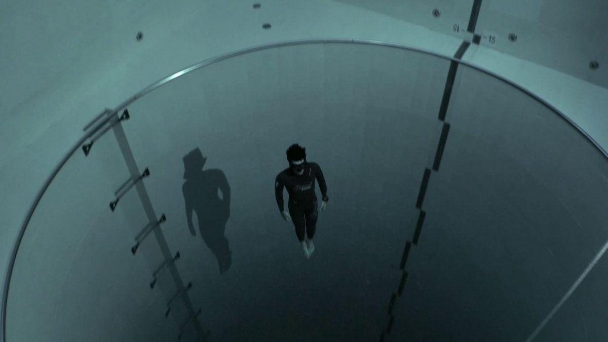 Mergulhando na piscina mais profunda do mundo