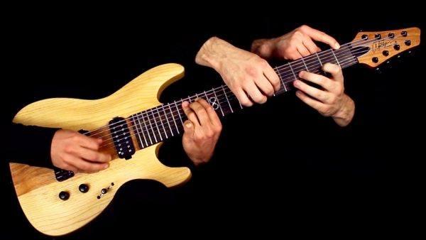 Tocando One do Metallica com 5 maos e uma guitarra
